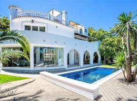 Hotel photo: Beautiful exclusive spacious 5*villa with swimming pool