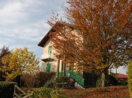 Hotel photo: Romantica casa di campagna in Govone - Roero
