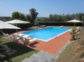 A picture of the hotel: Villa Veranda. In collina con grande piscina, 4km dal mare