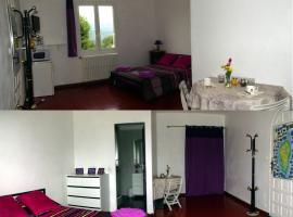 Zdjęcie hotelu: Chambre INDEPENDANTE et aménagée 25 kms Ajaccio