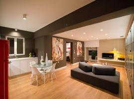 "Hotel Photo: Ma Maison ""2"" Luxury Central Suite with Parking, 15 min to Acropolis by Metro"