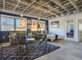 A picture of the hotel: Muse's Place Downtown Condo 119-S