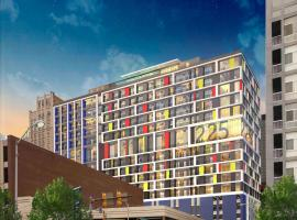 A picture of the hotel: WhyHotel Baltimore Luxe Suites Inner Harbor