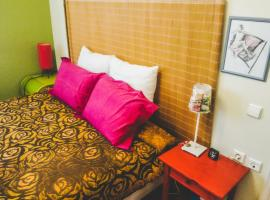 Hotel Photo: Comfy 2 Bedroom Apartment in Lively Neighborhood