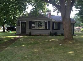 Hotel photo: Great home, Centrally located. Quick walk to campus.