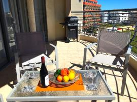 Hotel photo: Amazing spacious apartment with seaview