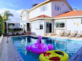 Hotel photo: Steps to the Marina- Pool, pool table, 4 BR 4.5 BA