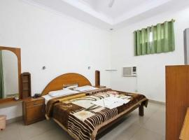 Hotel photo: 1 BR Guest house in Paktola, Agra (9EA2), by GuestHouser