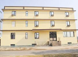 Hotel foto: 1 BR Guest house in Fatehabad Road, Agra (D509), by GuestHouser