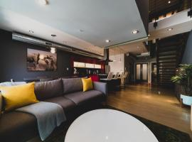 A picture of the hotel: RAI Properties · Spectacular 3 Bedroom Penthouse Center City Philly