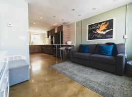 A picture of the hotel: RAI Properties · Modern 1BD Loft on South St by Historic Sites