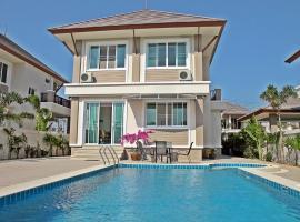 A picture of the hotel: Baanusabai Pool Villa B1 Cha-Am