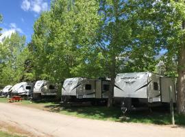 Hotel photo: Rundle Mountain RV Park