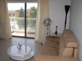 Foto di Hotel: Apartment with access to Pool
