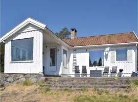 A picture of the hotel: Three-Bedroom Holiday Home in Larkollen
