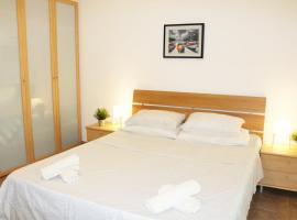 Foto di Hotel: Lovely holiday apartment in perfect location of St.Julian's Malta