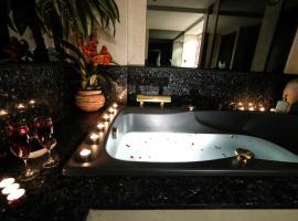 Hotel Photo: Amplio Apartamento con Jacuzzi- ATOCHA