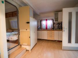 Hotel photo: Caravan with Kitchen and Terrace Gobarjeva 1