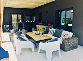 Hotel photo: Casa con piscina y zona Chillout