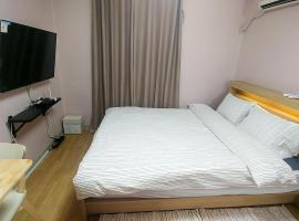Hotel Photo: [1 min by walk from Sadang STN] Convenient~!