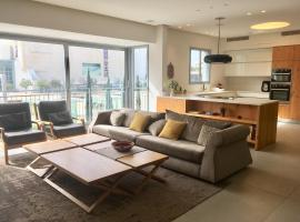 Hotel photo: Luxury Apartment in Habima Square