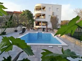 Foto do Hotel: Apartment Rogoznica 15764b