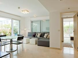 Hotel photo: Delightful 2 Bedroom Apartment In Island Complex
