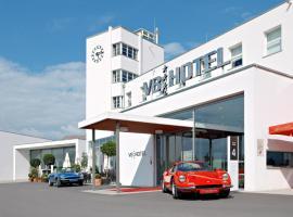Hotel photo: V8 HOTEL Classic Motorworld Region Stuttgart