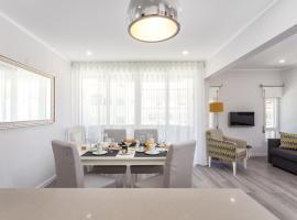 Hotel photo: Luxury Beach Apartment at Armação de Pêra