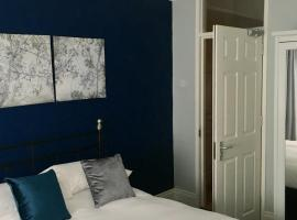 A picture of the hotel: Cosy chic apartment in Belfast's Queens Quarter
