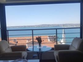 Foto di Hotel: Unique full sea view apartment