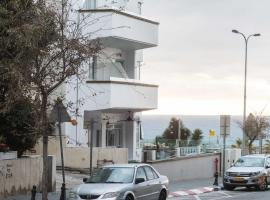 Hotel photo: Fantastic 2BD 3min to the Beach w/ Parking by Sea N' Rent