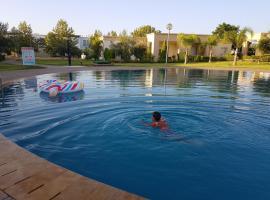 होटल की एक तस्वीर: Appartement dans le golf royal de Fes