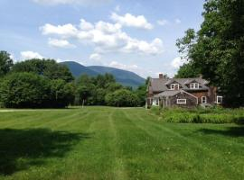 Hotel photo: Historic 1780 Farm House with Mountain Views and 7 Bedrooms