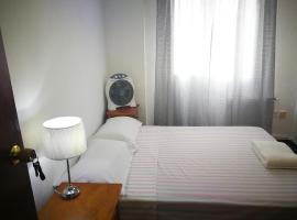 होटल की एक तस्वीर: Habitacion Amplia, comoda y luminosa