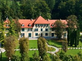 Hotel Photo: Apartments Villa Golf - Flucher Turizem