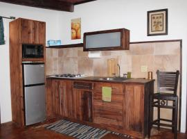 A picture of the hotel: Machuka's Black Sand Apartment #1