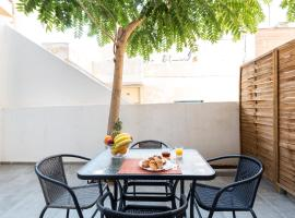 A picture of the hotel: Holodek Apartments : Gazi
