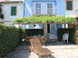 होटल की एक तस्वीर: casa azzurra piano terra