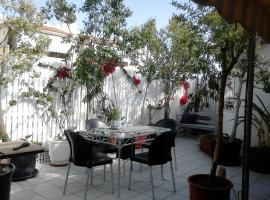 Hotel Photo: Roof-top garden apartment really well located in Athens