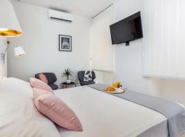 Hotel photo: Studio Rijeka 16000a