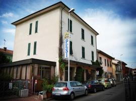 Hotel Photo: Hotel Pesi