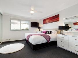 Фотографія готелю: Balmain Self-Contained Modern Two-Bedroom Apartment (5738DAR)