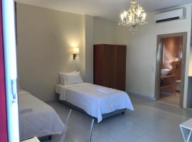 A picture of the hotel: Fira home 1