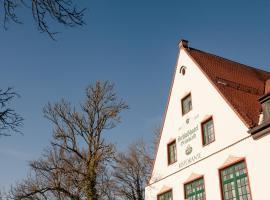 Hotel photo: Schlosshotel Grünwald