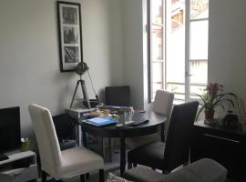 A picture of the hotel: Nice apartment close to the metro