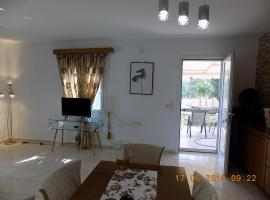 Hotel Photo: Apartment Close to Aiport and Beach