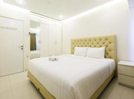 A picture of the hotel: 1BR The Wave Apartment near Kota Kasablanka By Travelio