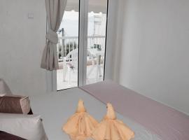 מלון צילום: Alexandra's seafront apartment