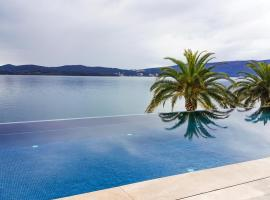 A picture of the hotel: Beautiful Apartment in Porto Montenegro 2nd Floor